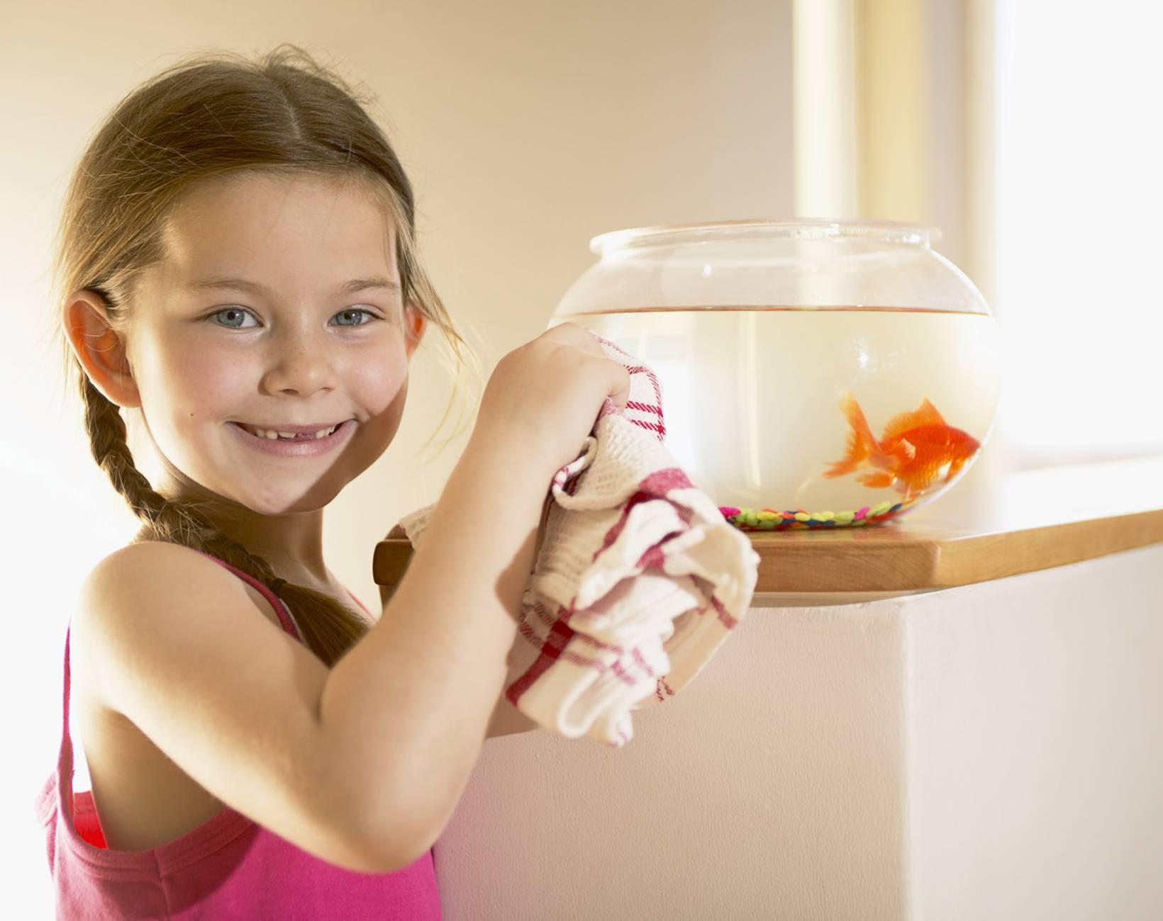 Фото ребенок и аквариумная